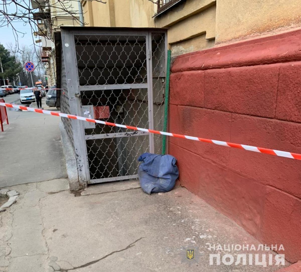 В обласному центрі біля школи знайшли тіло, яке було у мішку
