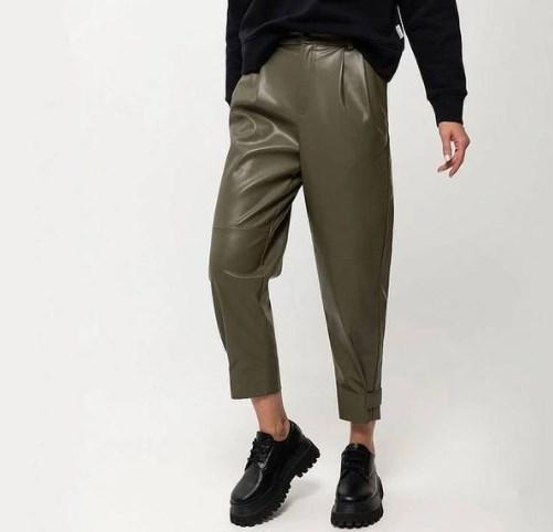 В моде кожаные брюки / Instagram