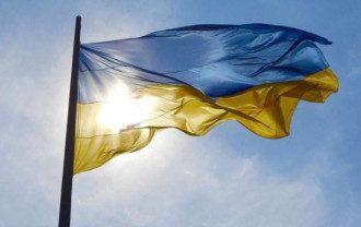 В Киеве приспустили самый большой флаг Украины
