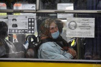 В столице полицейские останавливали переполненные маршрутки возле одного из рынков, выяснили журналисты