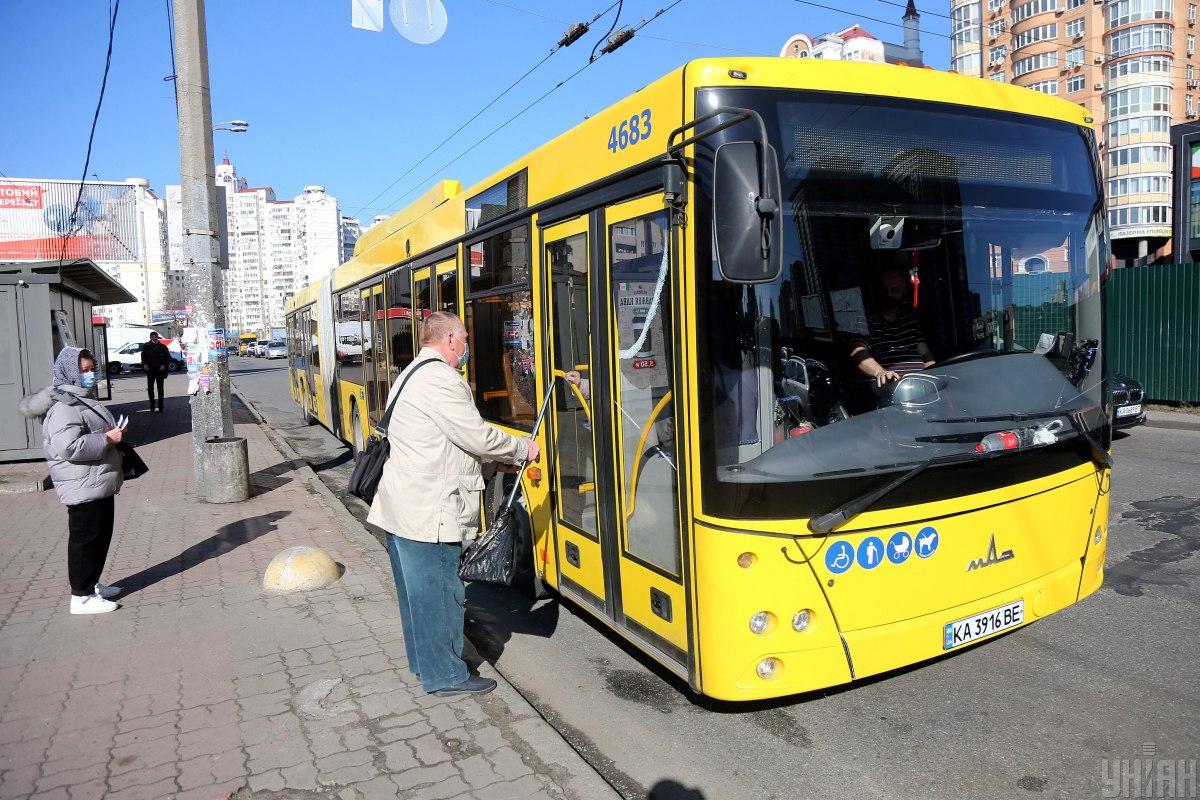 В Киеве не засняли очереди на автобус в первый день локдауна 2021