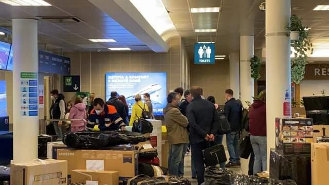 Російські дипломати повертаються до Москви / Фото AKTU.cz
