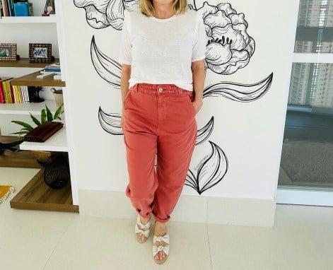 Модні кольорові джинси 2021