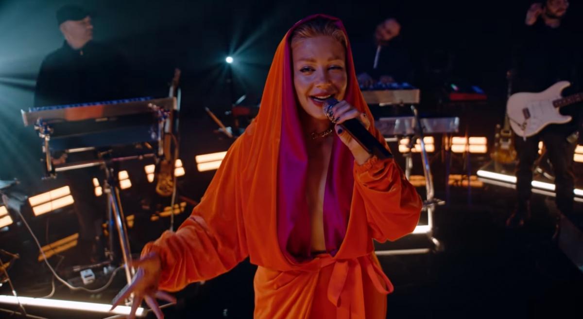 Тіна Кароль в кліпі Красиво