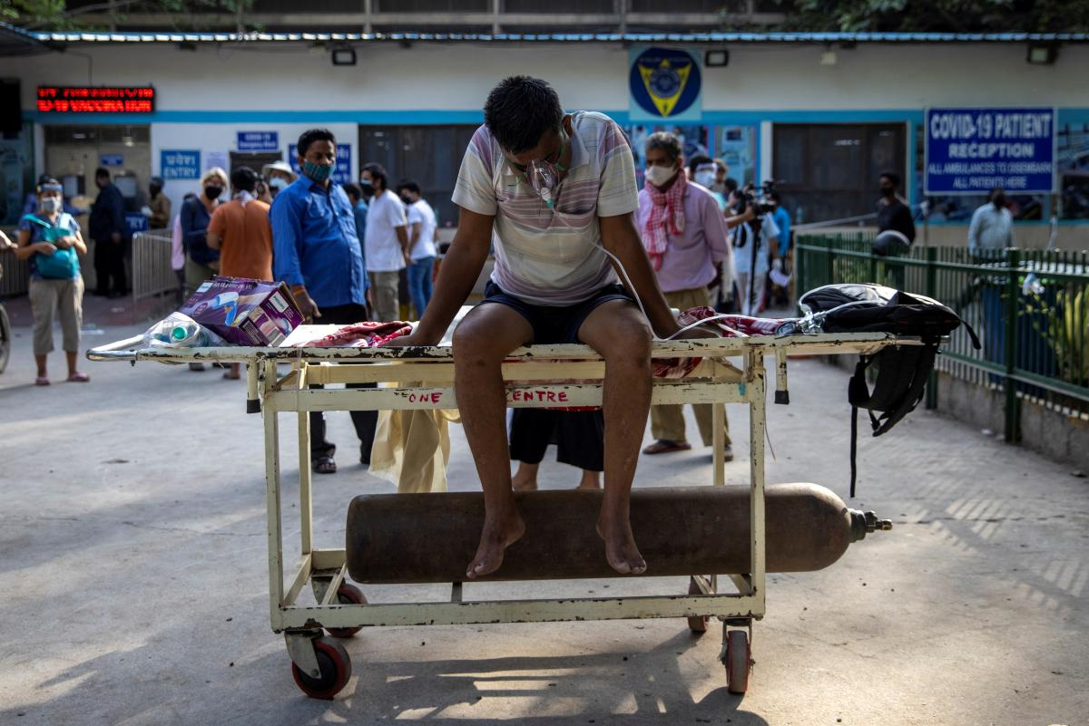 В Индии больным COVID-19 не хватает кислорода