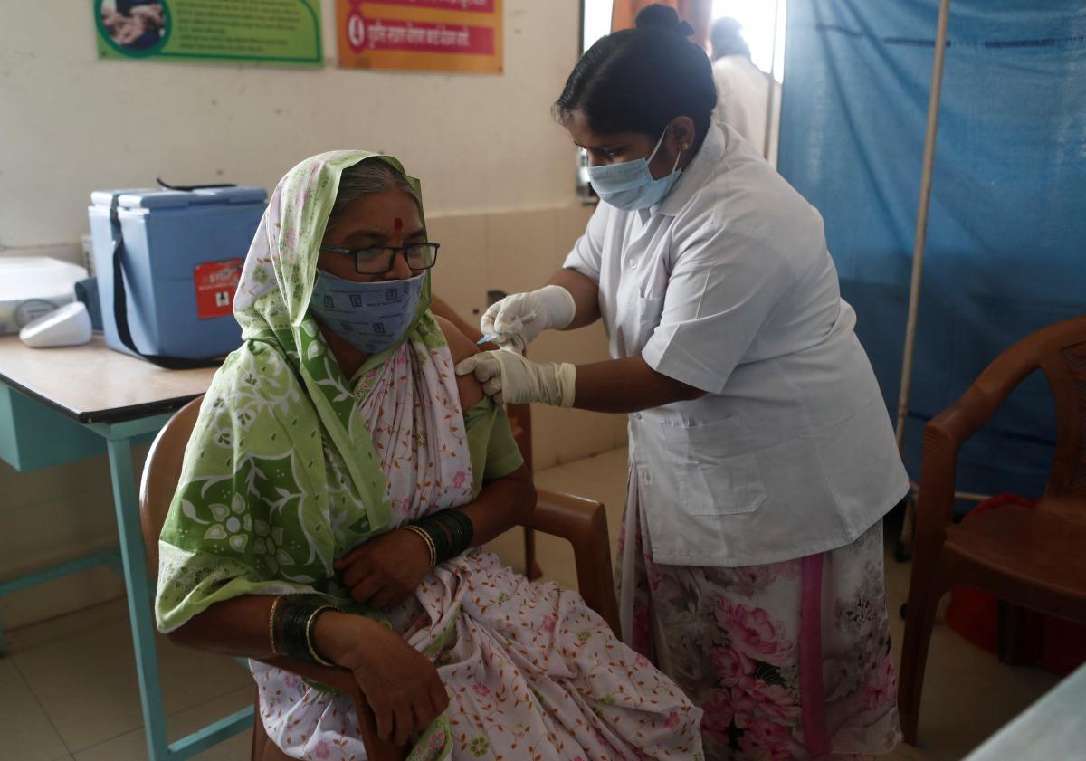 В Индии от COVID-19 вакцинированы только 2% взрослого населения