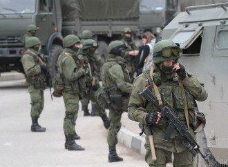 Шойгу утверждает, что на западной границе РФ находятся две армии и соединения десантников