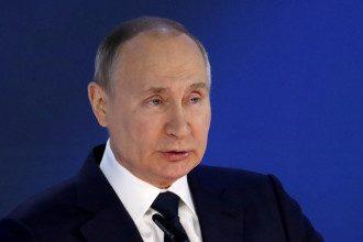 Путин после кровавой стрельбы в гимназии Казани поручил безотлагательно начать работать над изменением правил оборота оружия
