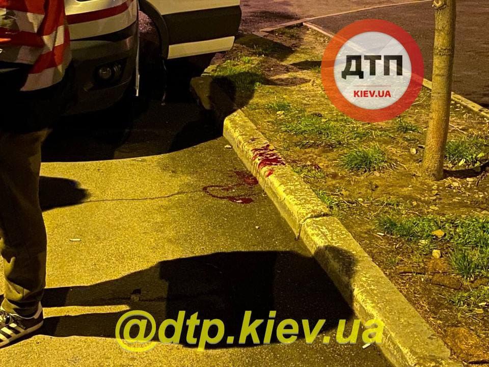 У столиці під час масових розбірок одну особу поранили ножем у печінку