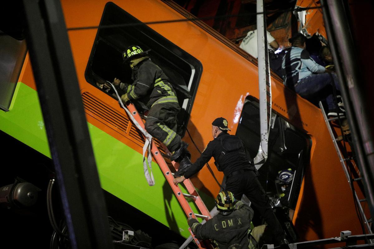 В Мехико в результате обрушения моста-метро погибли 13 человек, есть десятки пострадавших