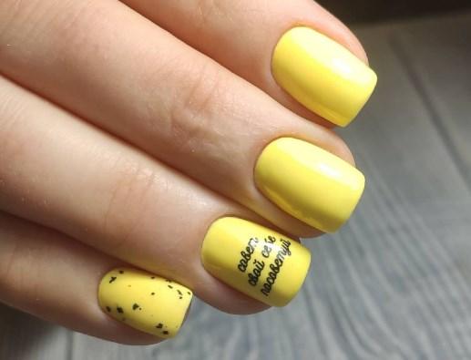 Желтый маникюр 2021