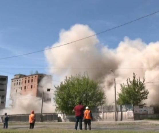 В Харькове подорвали самую высокую часть элеватора, позже снесут еще одно здание