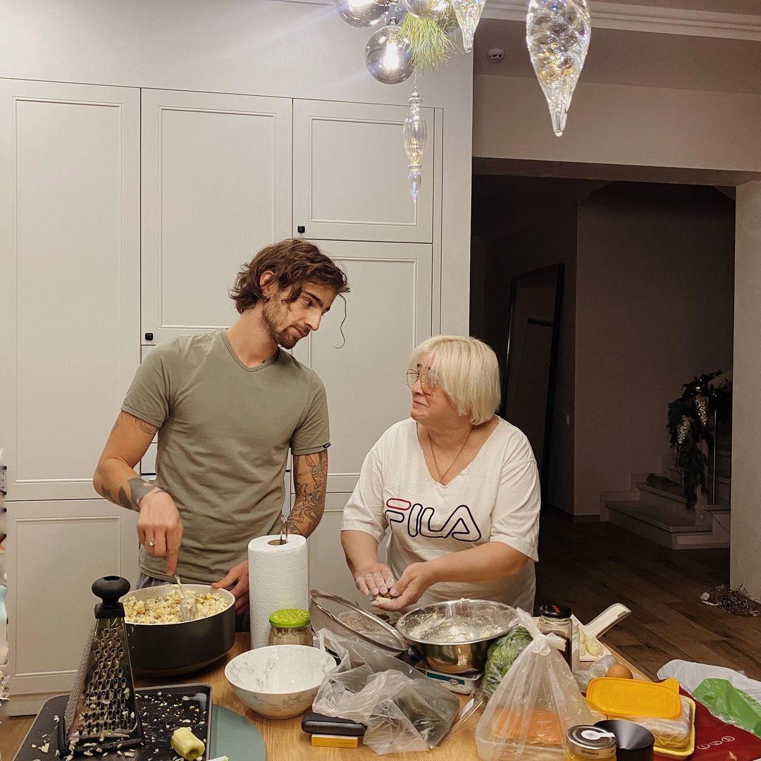 Володимир Дантес з мамою
