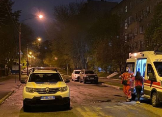 У столиці під час масової бійки одну особу поранили ножем у печінку