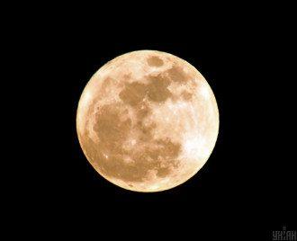 Астрологи предупредили, что из-за лунного затмения люди могут столкнуться с рядом угроз