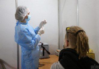 В Украине открылся первый центр массовой вакцинации от коронавируса