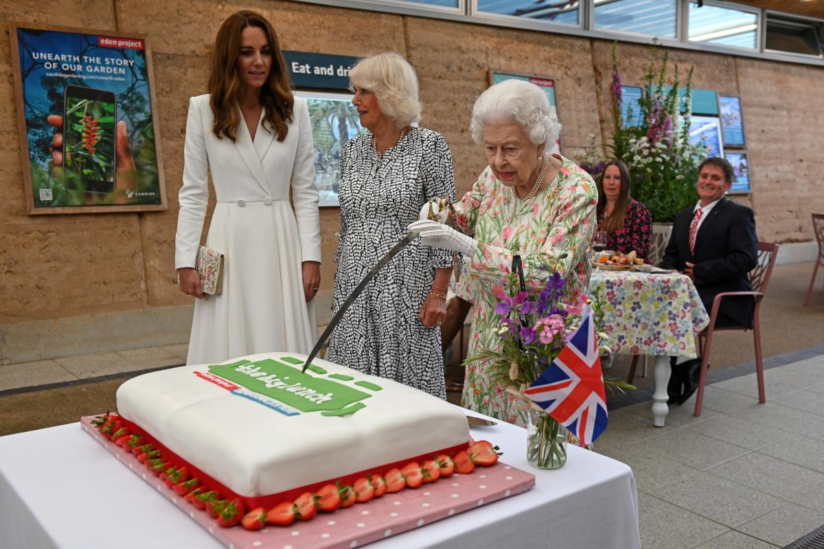 Королева Єлизавета II на саміті G7
