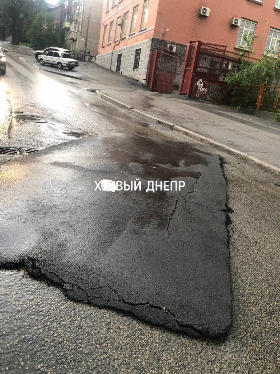 Мощный ливень затопил улицы Днепра