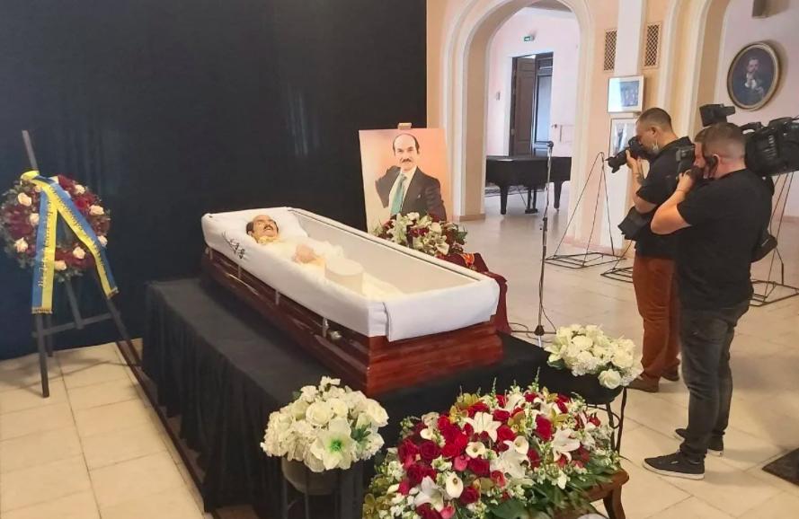 Гроб Чапкиса привезли на церемонию прощания