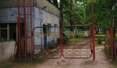На Киевщине двое детей провалились в выгребную яму: появились невероятные подробности о семье