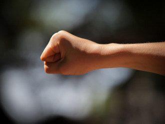 На Ровенщине пьяный мужчина избил девочку из-за детских разборок