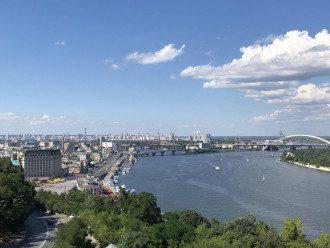Синоптик поділилася, що у столиці стане свіжіше, але тепло скоро повернеться