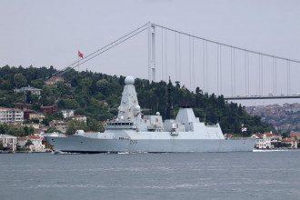 РосЗМІ стверджують, що ФСБшники відкрили вогонь по курсу проходження британського есмінця