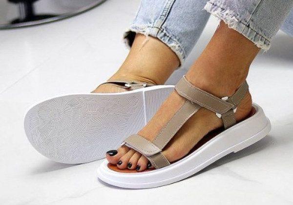 Модні жіночі сандалії 2021 на липучках