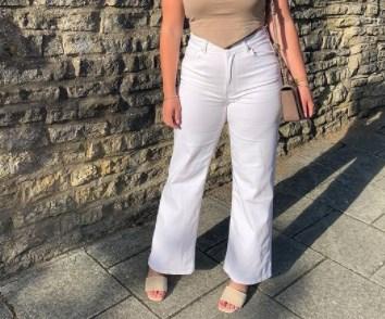 Модні білі джинси літо 2021