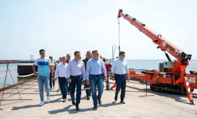 Вадим Бойченко та гендиректор групи Метінвест Юрій Риженков проінспектували процес відновлення міської інфраструктури