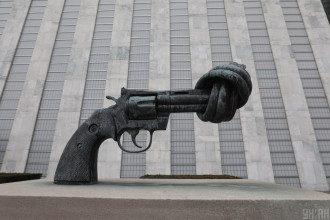 Зброя, пістолет