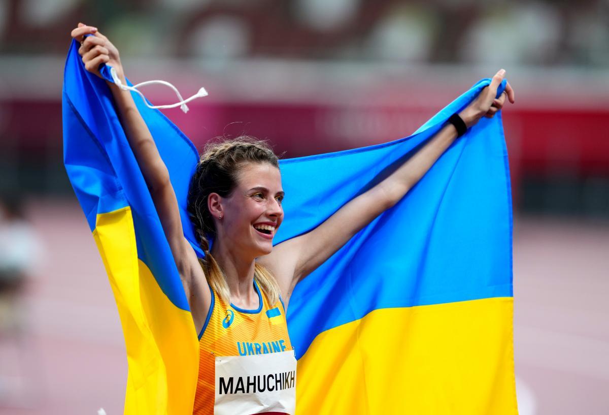 В НОК Украины ответили на критику легкоатлетки Магучих после объятий с россиянкой