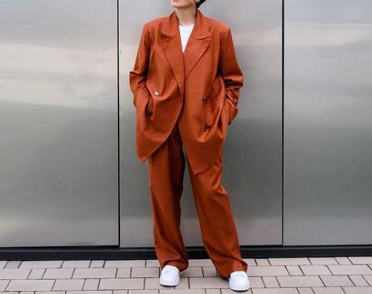 Модные брючные костюмы осень 2021
