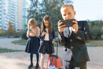 діти смартфон