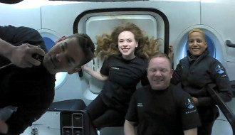 космічні туристи