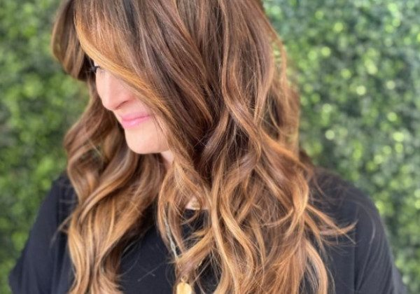 Модна стрижка на довге волосся 2021 напівшег